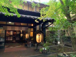 黒川温泉 旅館 山河へ観光旅行!秘湯の薬師・美肌の湯と美味しい料理を堪能しよう